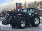 Traktor des Typs Valtra N174 D + Frontlader u. RüFa, Neumaschine in Eben