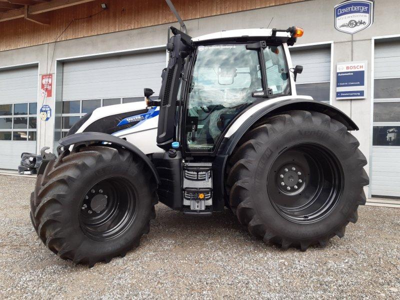 Traktor des Typs Valtra N174D, Neumaschine in Höslwang (Bild 1)