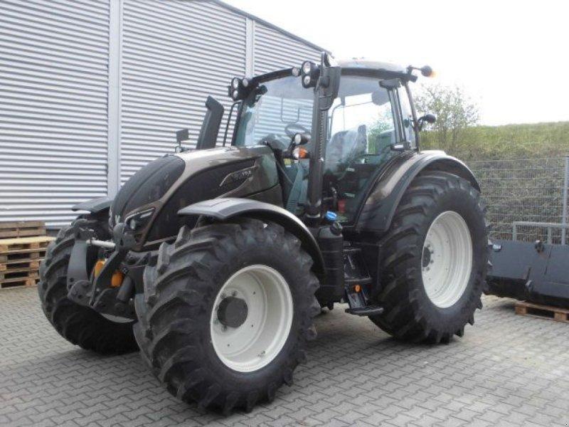 Traktor типа Valtra N174ED Smart Touch Direct, Gebrauchtmaschine в Roermond (Фотография 1)