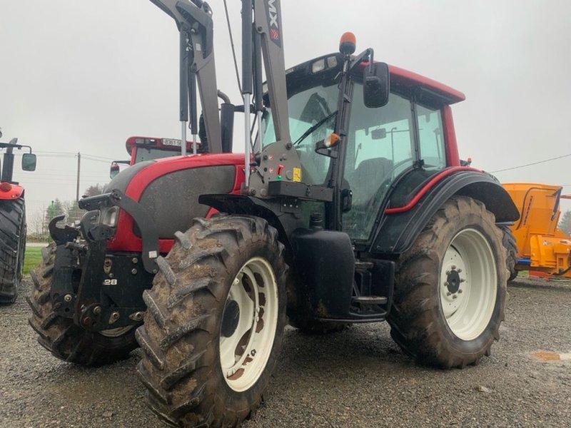 Traktor des Typs Valtra N82, Gebrauchtmaschine in BANNALEC (Bild 1)