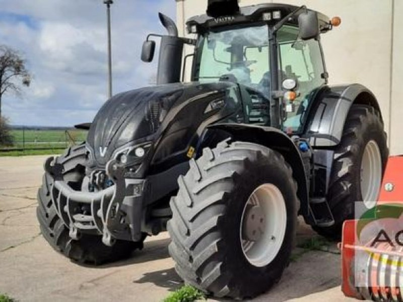 Traktor of the type Valtra S 374, Gebrauchtmaschine in Calbe / Saale (Picture 1)