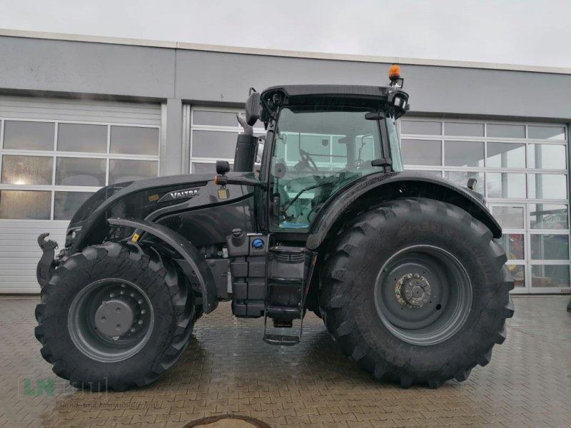 Traktor des Typs Valtra S 374, Gebrauchtmaschine in Eggenfelden (Bild 1)