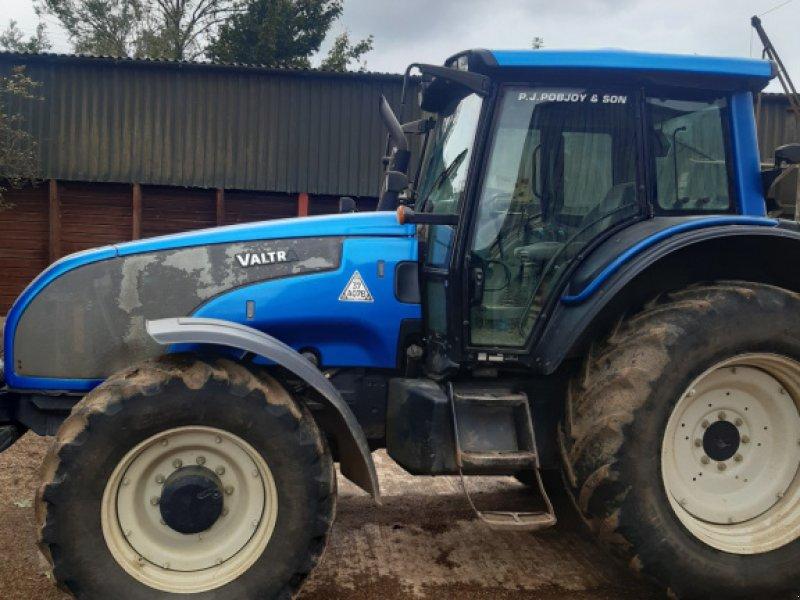 Traktor of the type Valtra T 151 HiTech, Gebrauchtmaschine in Grantham (Picture 1)