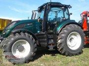Valtra T 174 A mit Rüfa und Forst Traktor