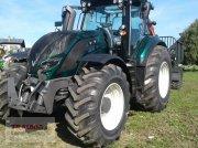 Valtra T 174 Aktiv mit Rüfa und Forstkabine Traktor
