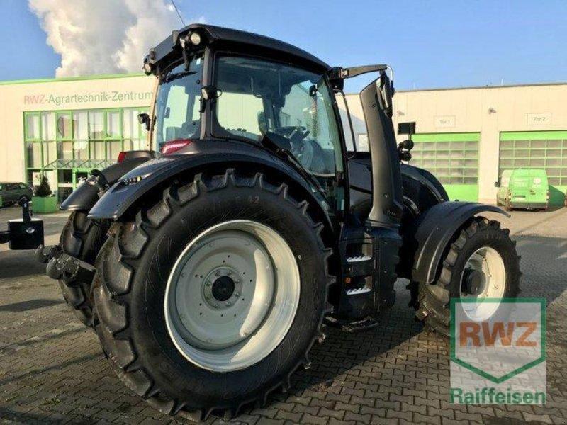 Traktor des Typs Valtra T 174 Direct Smart Touch, Ausstellungsmaschine in Rommerskirchen (Bild 6)