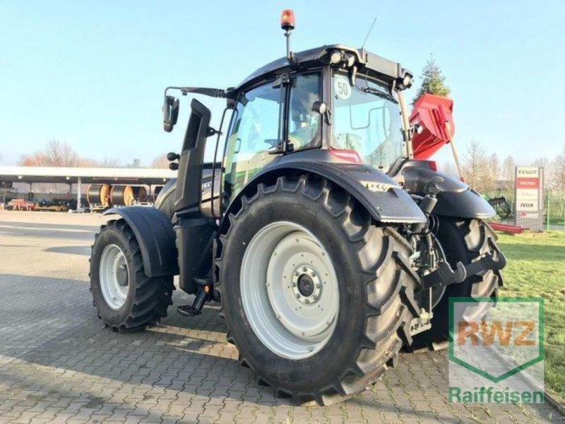 Traktor des Typs Valtra T 174 Direct Smart Touch, Ausstellungsmaschine in Rommerskirchen (Bild 5)