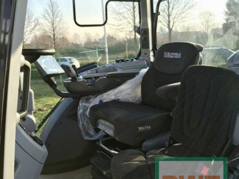 Traktor des Typs Valtra T 174 Direct Smart Touch, Ausstellungsmaschine in Rommerskirchen (Bild 2)