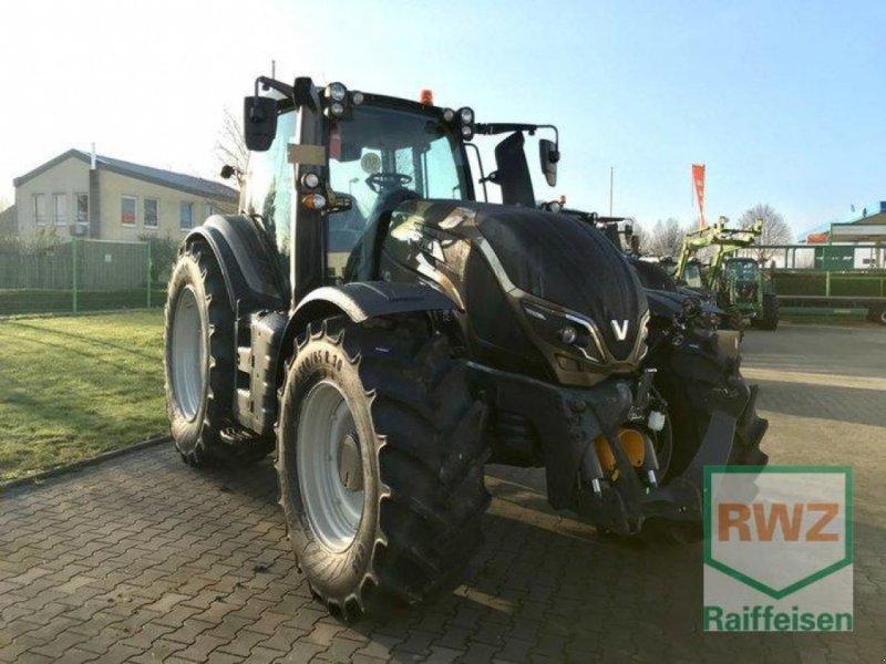 Traktor des Typs Valtra T 174 Direct Smart Touch, Ausstellungsmaschine in Rommerskirchen (Bild 9)