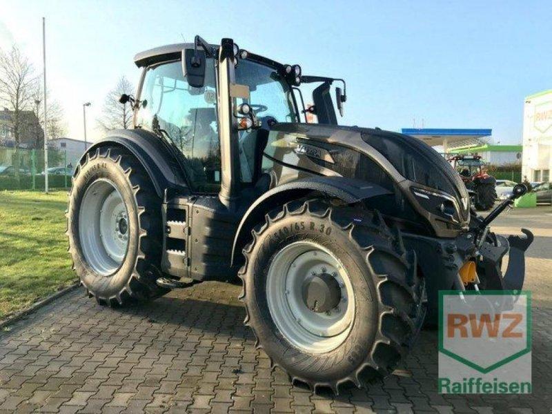 Traktor des Typs Valtra T 174 Direct Smart Touch, Ausstellungsmaschine in Rommerskirchen (Bild 3)