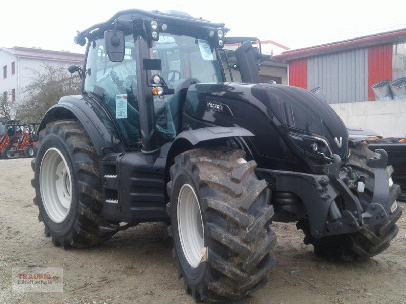 Traktor des Typs Valtra T 174A Forst mit Rüfa, Neumaschine in Mainburg/Wambach (Bild 1)