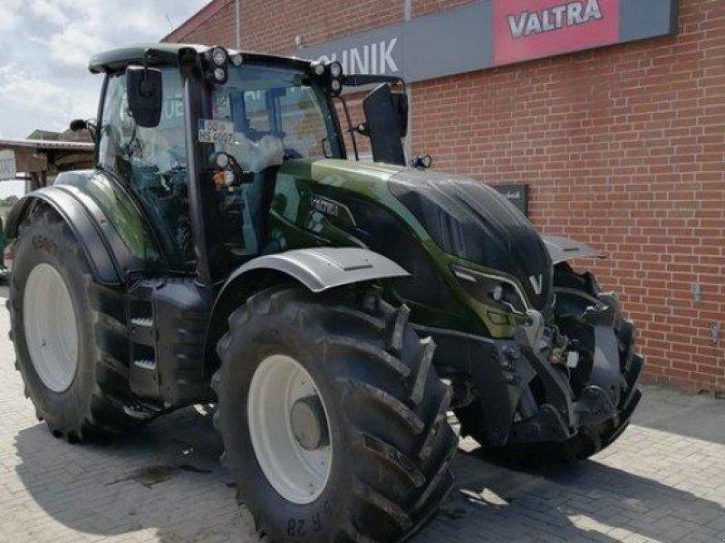 Traktor des Typs Valtra T 174E Active, Ausstellungsmaschine in Elmenhorst-Lanken (Bild 1)