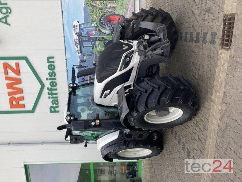 Traktor des Typs Valtra T 194V, Neumaschine in Gundersheim (Bild 7)