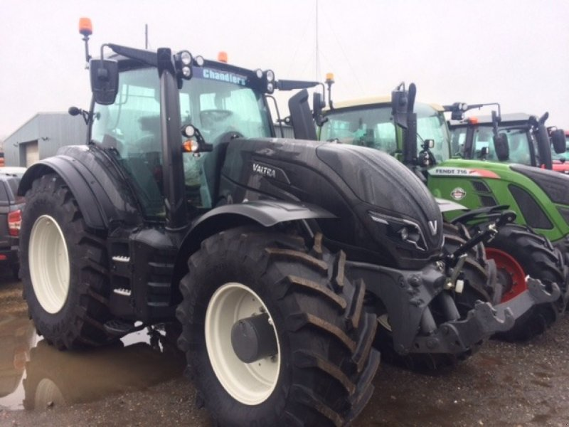 Traktor of the type Valtra T 234 Direct, Neumaschine in Grantham (Picture 1)