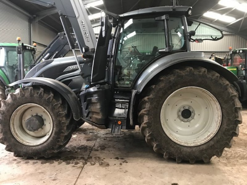 Traktor of the type Valtra T 234 Direct, Gebrauchtmaschine in Grantham (Picture 1)