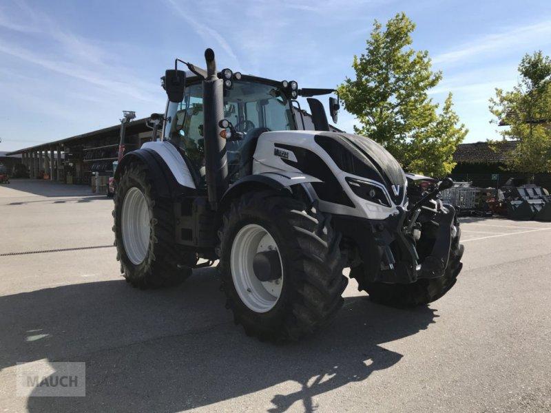 Traktor des Typs Valtra T 254 Versu, Vorführmaschine in Burgkirchen (Bild 1)