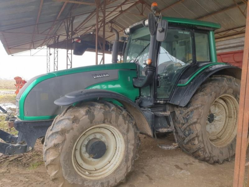 Traktor типа Valtra T171, Gebrauchtmaschine в Bray En Val (Фотография 1)