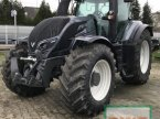 Traktor des Typs Valtra T174e in Riedstadt-Wolfskehle