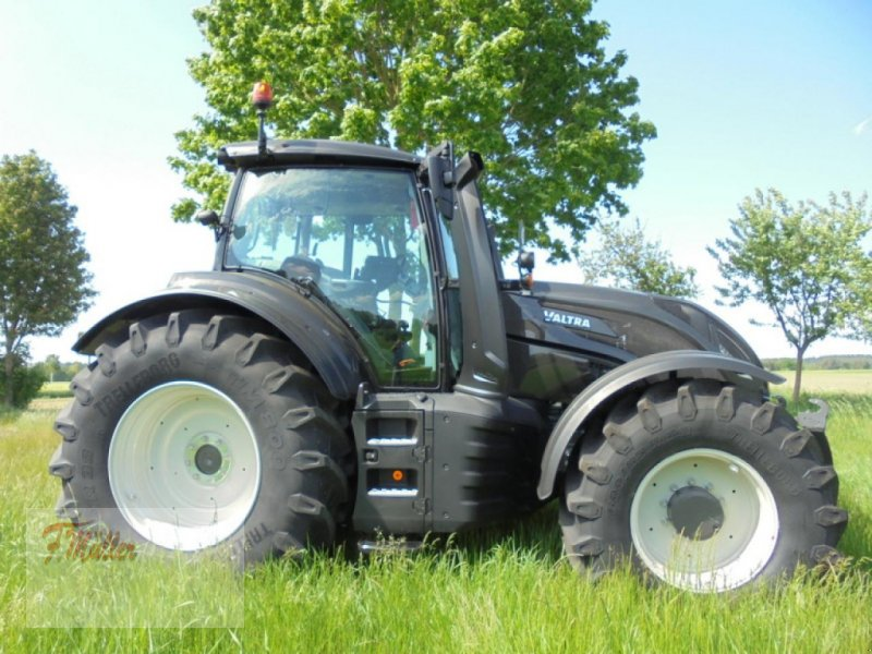 Traktor des Typs Valtra T174ED SMARTTOUCH, Neumaschine in Taaken (Bild 1)