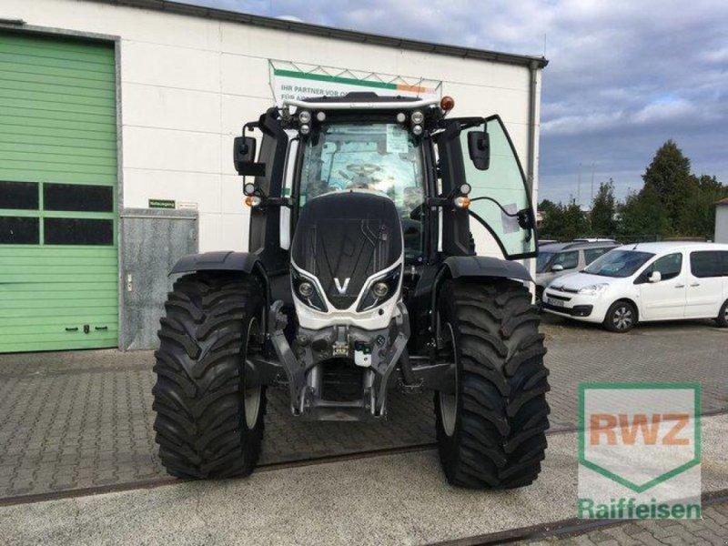 Traktor des Typs Valtra T174eD, Neumaschine in Friedberg (Bild 6)