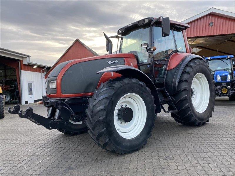 Traktor типа Valtra T190 KUN 5900 TIMER OG FULD AFFJEDRING!, Gebrauchtmaschine в Aalestrup (Фотография 1)