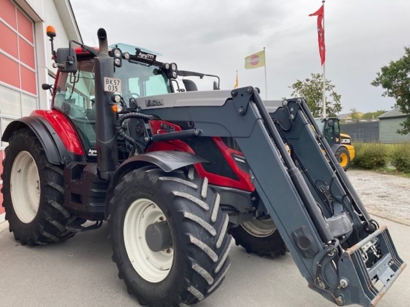 Traktor des Typs Valtra T214 Direct Q 76 Læsser, Gebrauchtmaschine in Hobro (Bild 1)