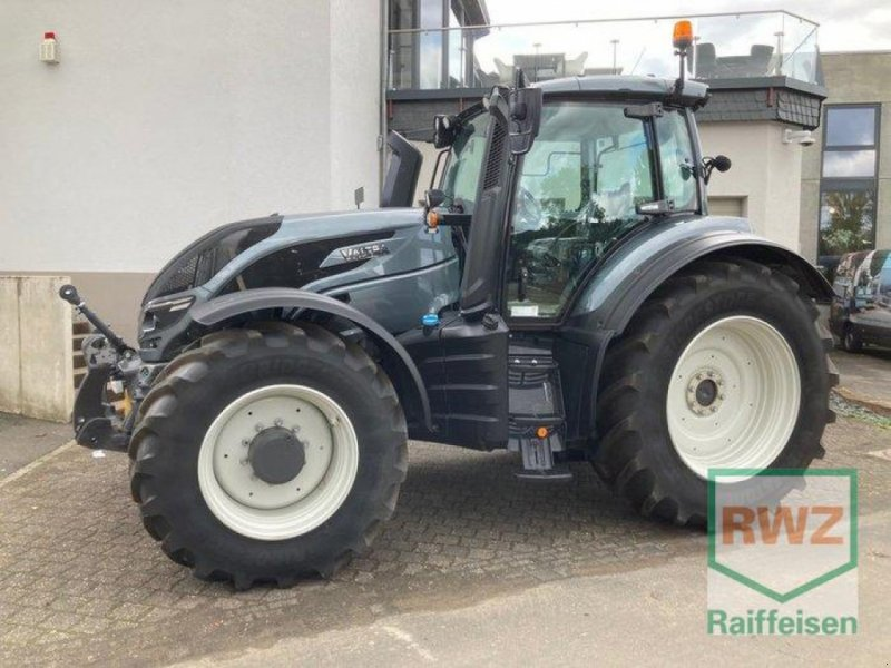 Traktor des Typs Valtra T214 Versu SmartTouch, Ausstellungsmaschine in Prüm (Bild 1)