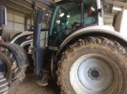 Traktor du type Valtra T214D, Gebrauchtmaschine en PEYROLE