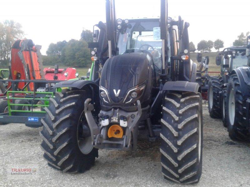 Traktor des Typs Valtra T234 mit Frontlader, Neumaschine in Mainburg/Wambach (Bild 2)