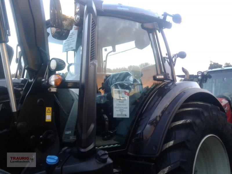 Traktor des Typs Valtra T234 mit Frontlader, Neumaschine in Mainburg/Wambach (Bild 7)