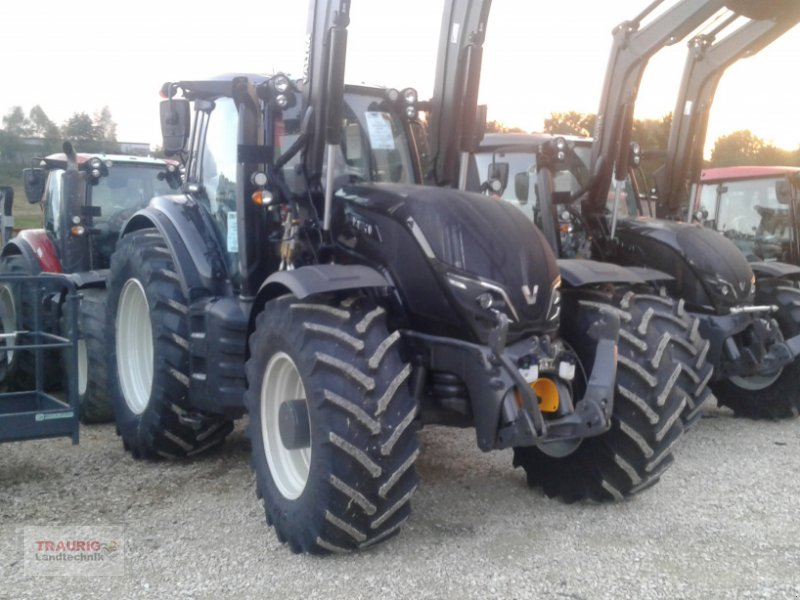 Traktor des Typs Valtra T234 mit Frontlader, Neumaschine in Mainburg/Wambach (Bild 12)