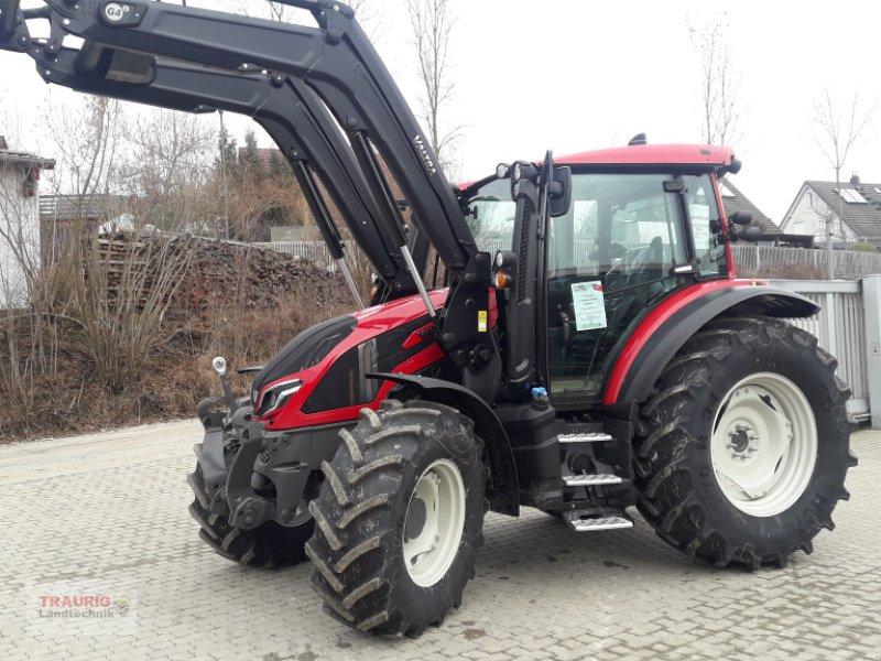 Traktor des Typs Valtra V125 Versu mit FL, Neumaschine in Mainburg/Wambach (Bild 1)