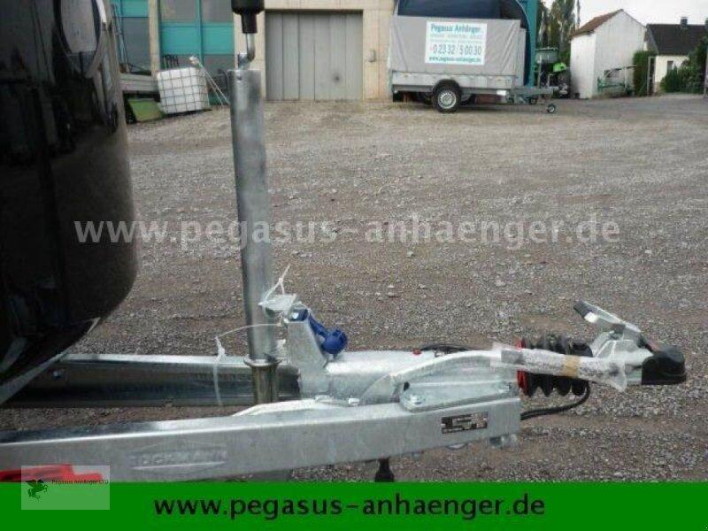 Viehanhänger des Typs Böckmann Comfort Sattelkammer ALUBODEN neues Modell 2020, Neumaschine in Gevelsberg (Bild 11)