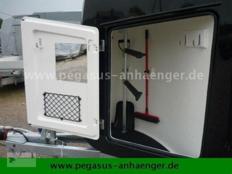 Viehanhänger des Typs Böckmann Comfort Sattelkammer ALUBODEN neues Modell 2020, Neumaschine in Gevelsberg (Bild 12)
