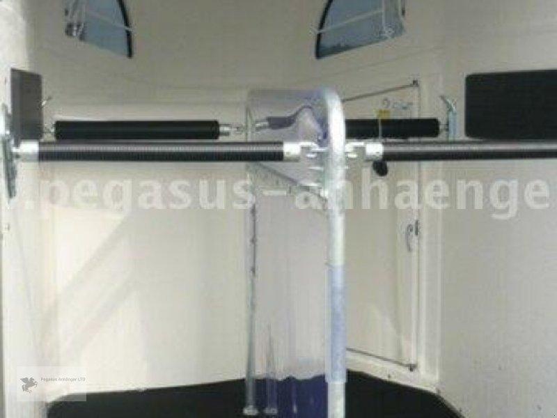 Viehanhänger des Typs Böckmann Comfort Sattelkammer ALUBODEN neues Modell 2020, Neumaschine in Gevelsberg (Bild 8)