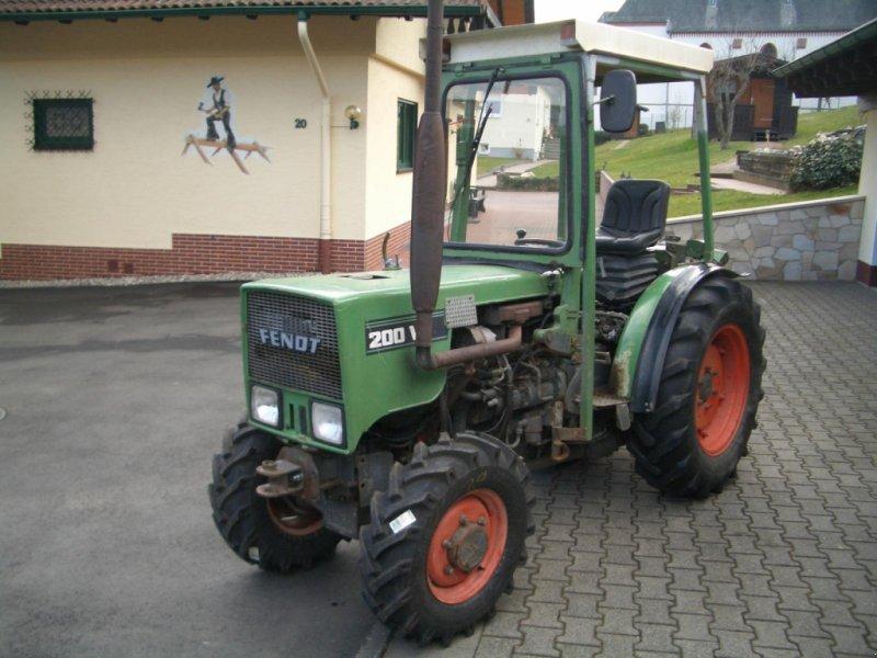 Weinbautraktor des Typs Fendt 200 VA II wie 203 VA Schmalspurtraktor - Servo - Kabine - schon mit elektrischer Alradschaltung !!!, Gebrauchtmaschine in Niedernhausen (Bild 7)