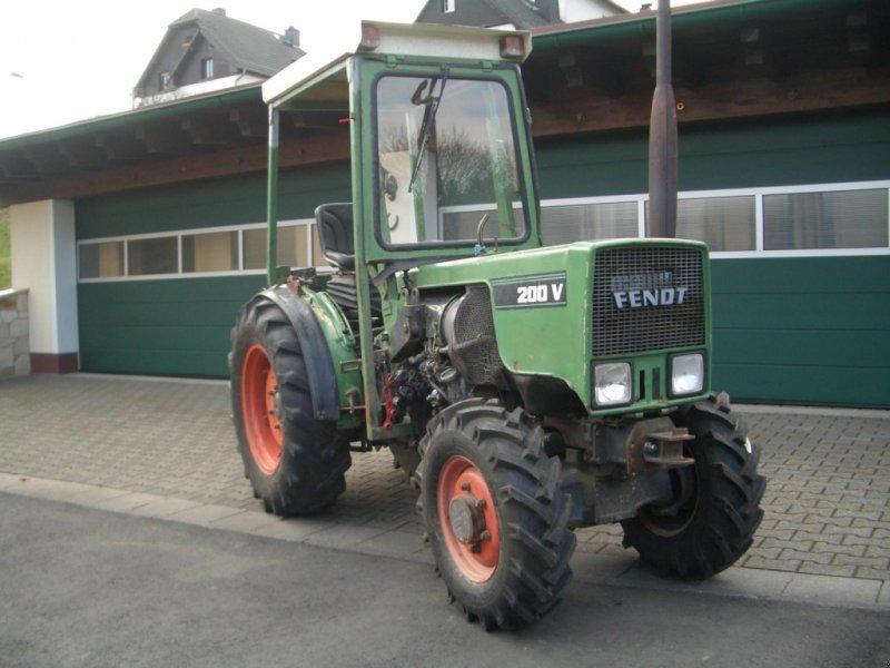 Weinbautraktor des Typs Fendt 200 VA II wie 203 VA Schmalspurtraktor - Servo - Kabine - schon mit elektrischer Alradschaltung !!!, Gebrauchtmaschine in Niedernhausen (Bild 1)