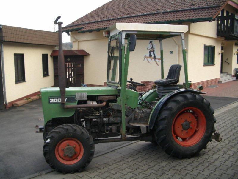 Weinbautraktor des Typs Fendt 200 VA II wie 203 VA Schmalspurtraktor - Servo - Kabine - schon mit elektrischer Alradschaltung !!!, Gebrauchtmaschine in Niedernhausen (Bild 6)