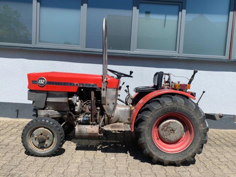 Weinbautraktor des Typs Massey Ferguson 132, Gebrauchtmaschine in Bühl (Bild 1)