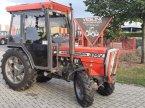 Weinbautraktor des Typs Massey Ferguson 374 V smalspoor 4WD в Schoonebeek