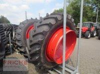 BKT 480/80R46 an 710/70R42 Zwillingsrad