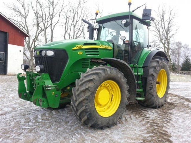 Traktor of the type John Deere 7720 in Kviinge 2101 (Picture 1)