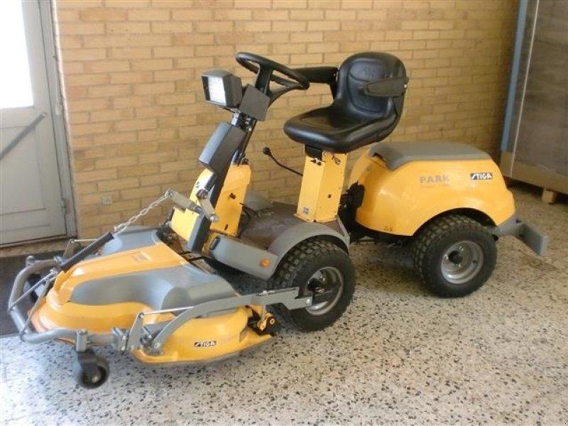 Stiga Park compact 16 4WD Lawn tractor - technikboerse.com