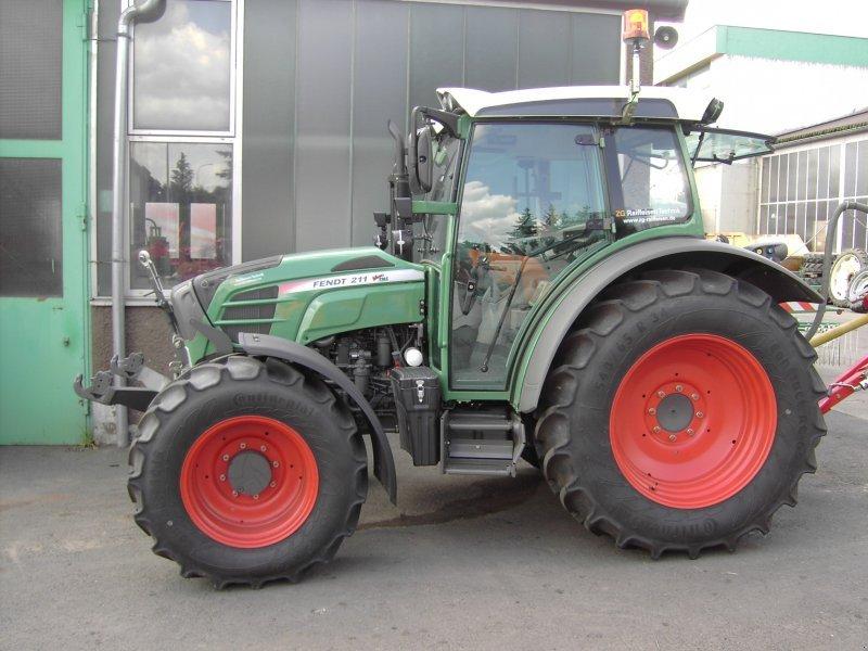 fendt 211 vario traktor. Black Bedroom Furniture Sets. Home Design Ideas