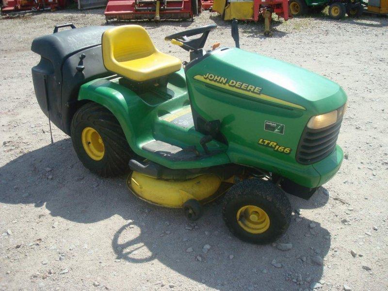 john deere ltr166 tracteur tondeuse. Black Bedroom Furniture Sets. Home Design Ideas