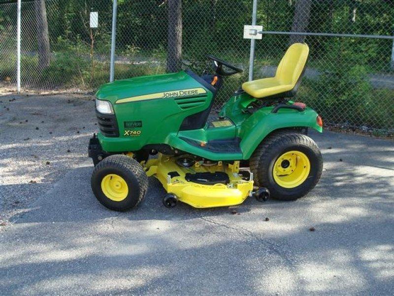 john deere x 740 tracteur tondeuse. Black Bedroom Furniture Sets. Home Design Ideas