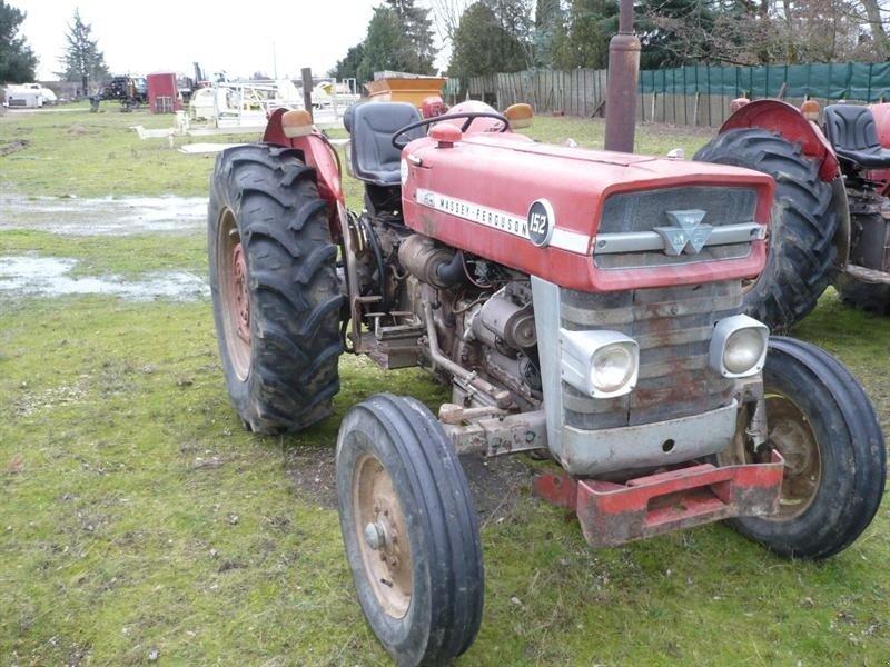 massey ferguson 152 tracteur pour viticulture. Black Bedroom Furniture Sets. Home Design Ideas