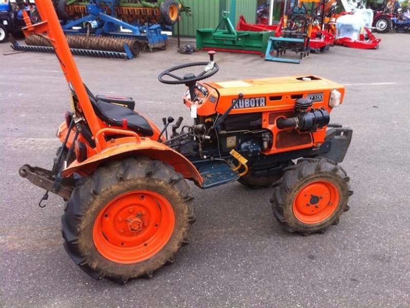 Kubota B7100 Backhoe : Kubota b vineyard tractor technikboerse