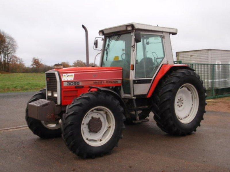 Traktor of the type Massey Ferguson 3095 in Henrichemont (Picture 1)