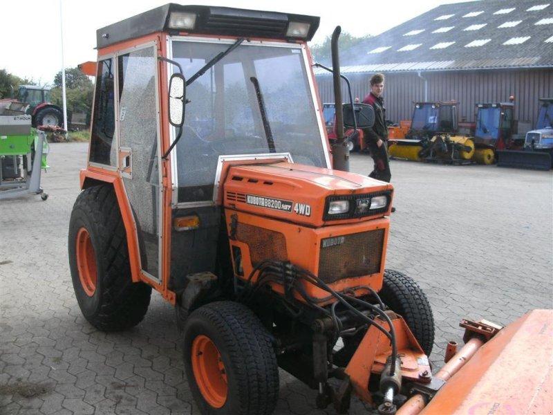 Kubota B8200 HST 4wd med græsdæk vnr 833349 Equipment carrier, 3200 Helsinge